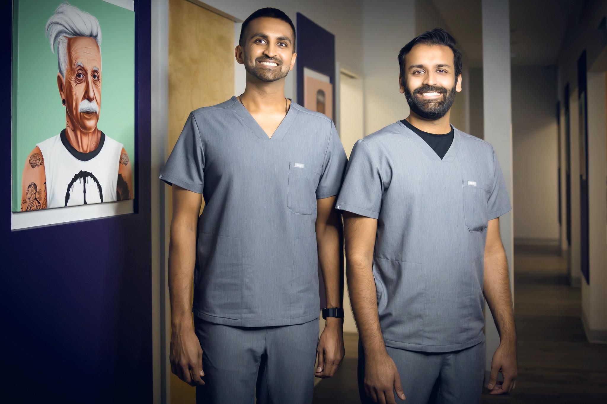 Equipo dental de South Lamar Austin Texas - Dr. Hardik Chodavadia y Dr. Devish H Patel